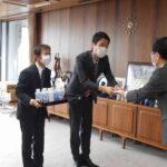 富士市アルコール消毒液寄付(富士市長)